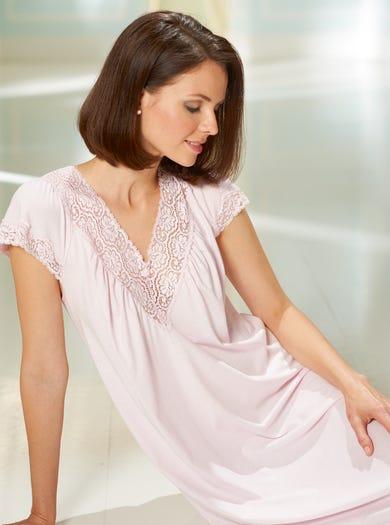 0942 - Rosa - Spitzenbesetztes Nachtkleid