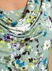 Robe fleurie à encolure  bénitier