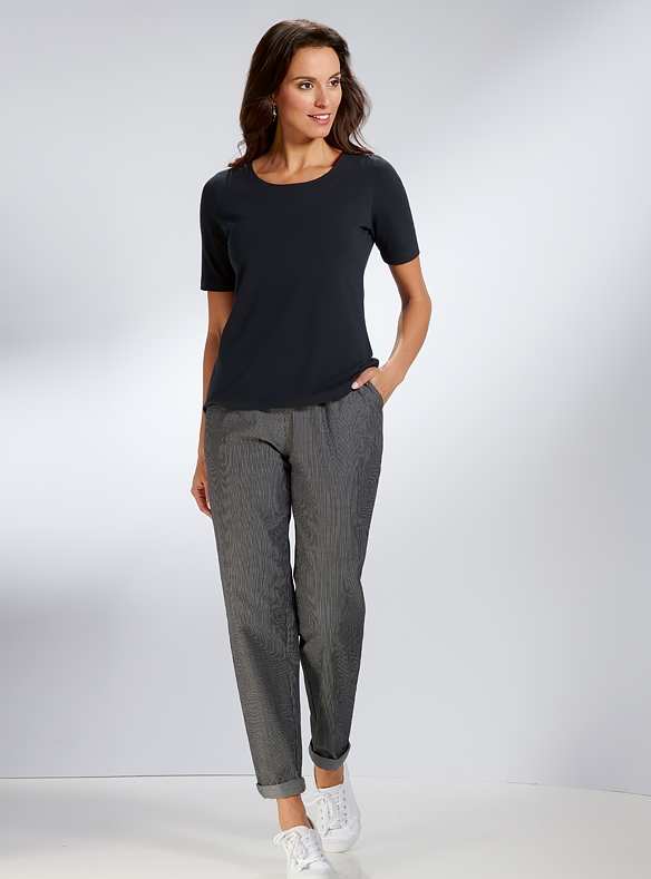 Classic Tee & Weekend Trousers